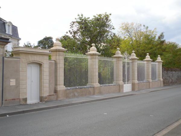 Beaulieu sur Layon Mur de clôture